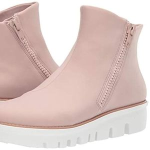 Fitflop Chunky Zip Bootie In Light Pink